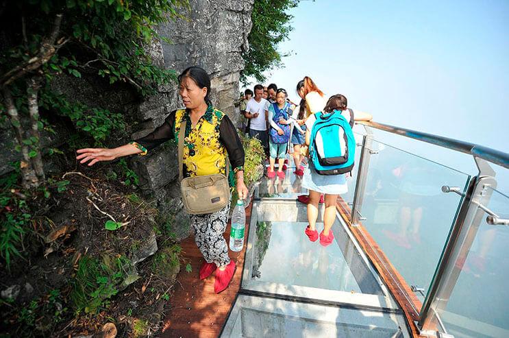 Aperturan pasarela de cristal en China
