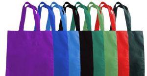 Supermercados ingleses empiezan a cobrar por las bolsas de plástico