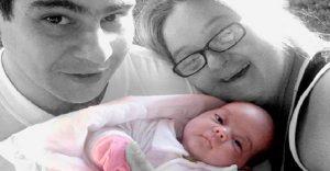 Contra todo pronóstico, esta pareja con discapacidad tiene una saludable bebé