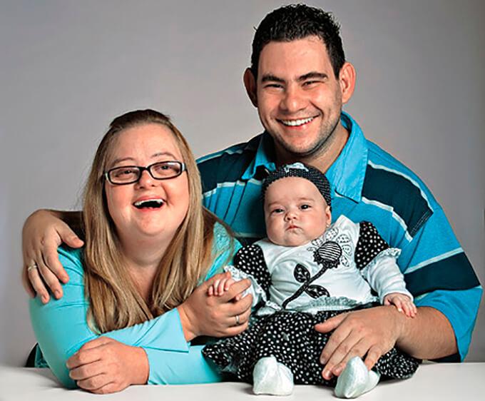 Contra todo pronóstico esta pareja con discapacidad tiene una saludable bebé 9