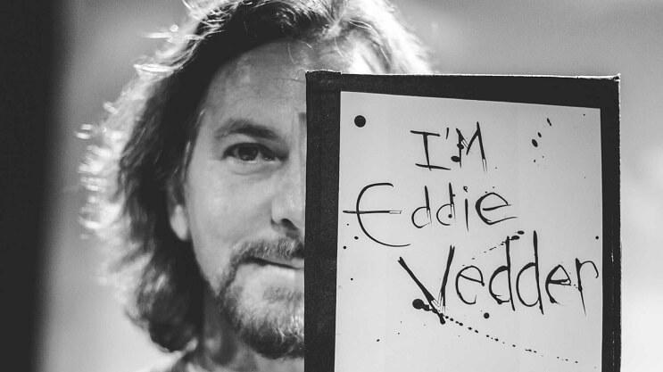 Eddie Vedder se gana los aplausos del público al echar de su concierto a un fan que agredió a una mujer 03