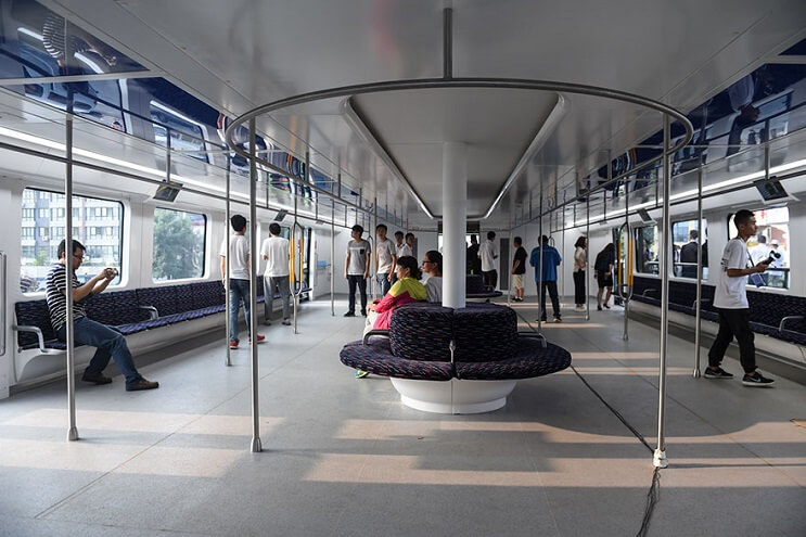 El gigantesco autobús chino que va por encima de los autos es una realidad 03
