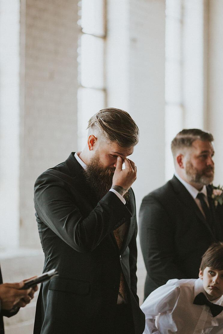 Esta novia deslumbra a los invitados de su boda, pero no sólo por su hermoso vestido 6