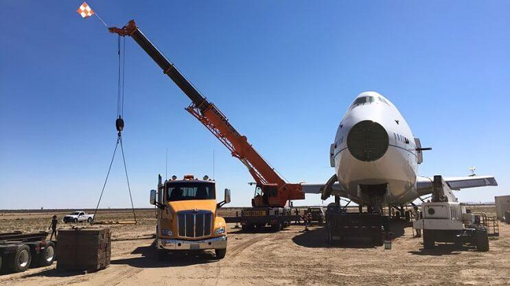 Este avión Boeing 747 fue transformado de una colorida forma para ser usado como galería 04