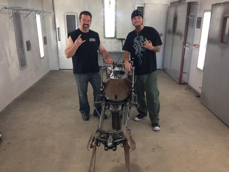 Este sujeto decidió transformar su motocicleta en la moto de La Guerra de las Galaxias 05