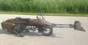 Este sujeto decidió transformar su motocicleta en la moto de La Guerra de las Galaxias
