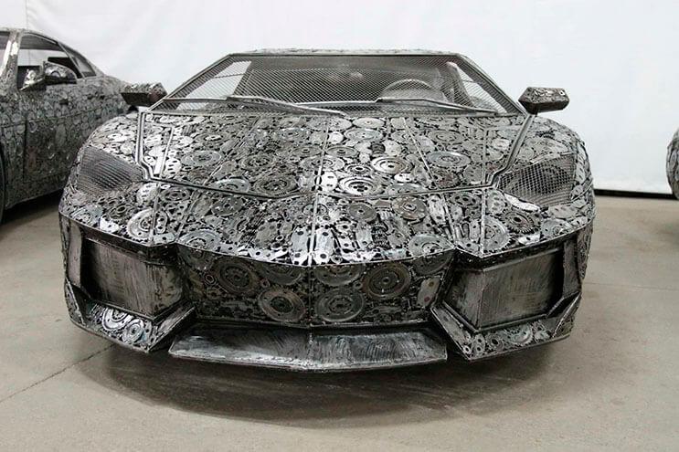 Estos artistas crearon con chatarra los más alucinantes autos 4