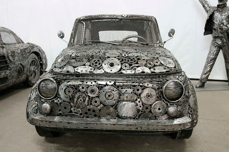 Estos artistas crearon con chatarra los más alucinantes autos 7