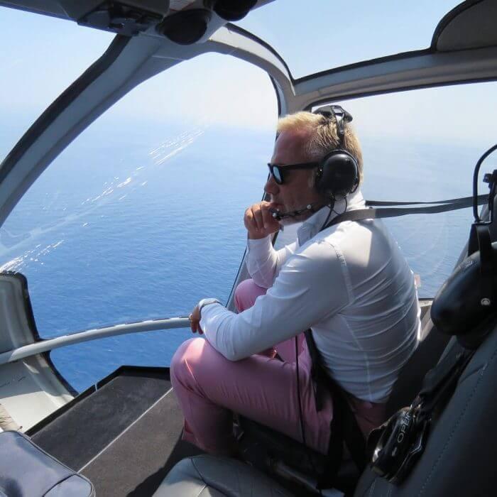 Gianluca ama volar en sus aviones privados