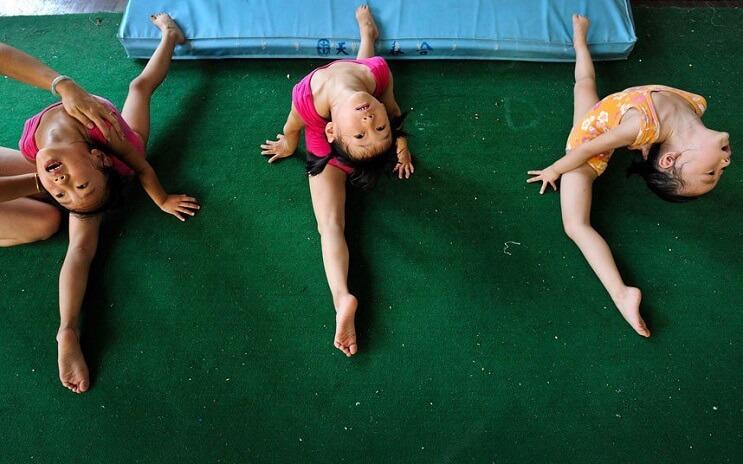 Gimnasia niños China estirados