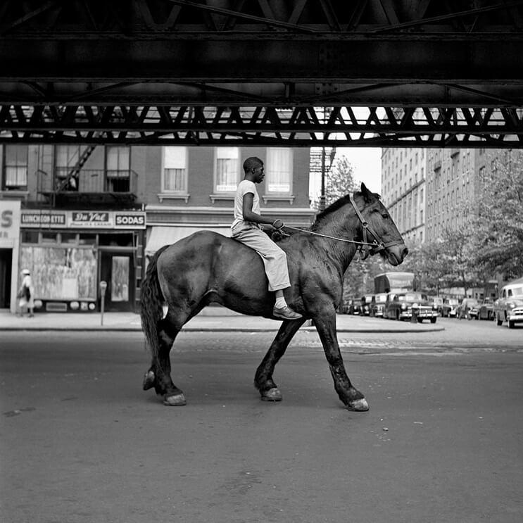 Hombre compra negativos en una subasta y descubre a una de las más importantes fotógrafas del siglo XX 02