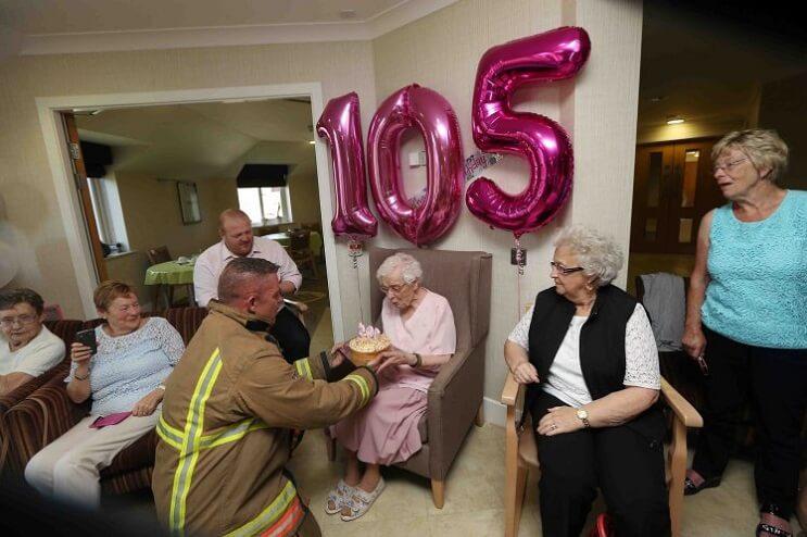 Ivena Samiles 105 años bombero