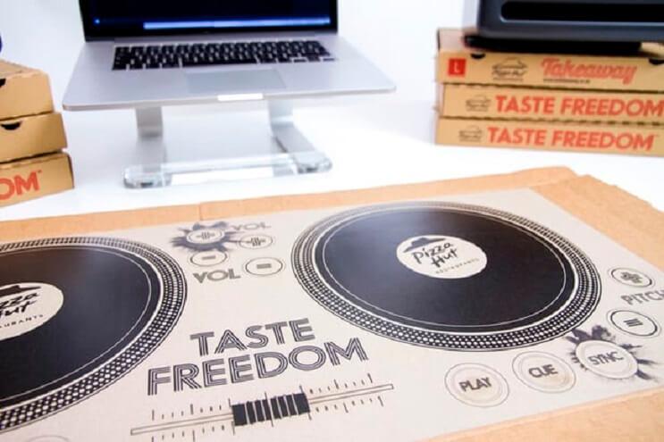 Las cajas de Pizza Hut te convierten en un DJ