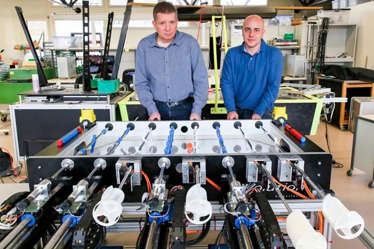 Los robots buscan apoderarse del clásico fulbito de mano 2
