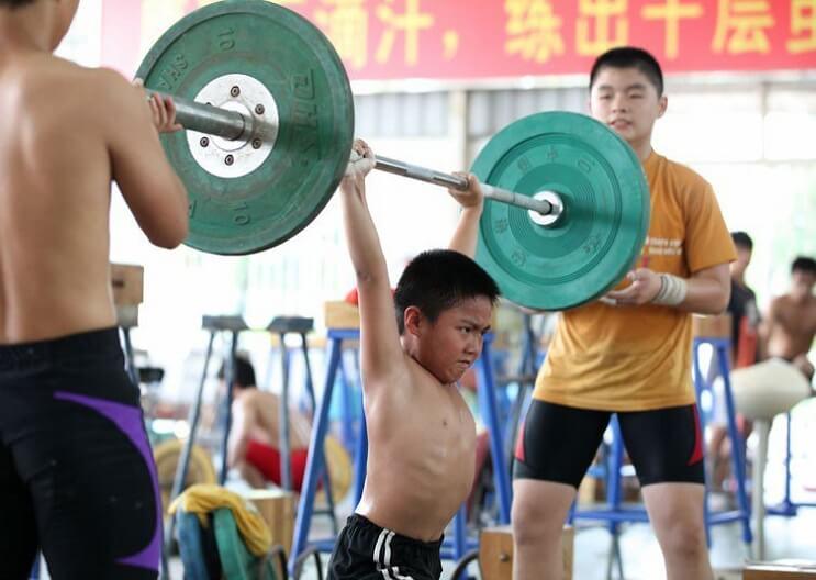 Niños China pesas