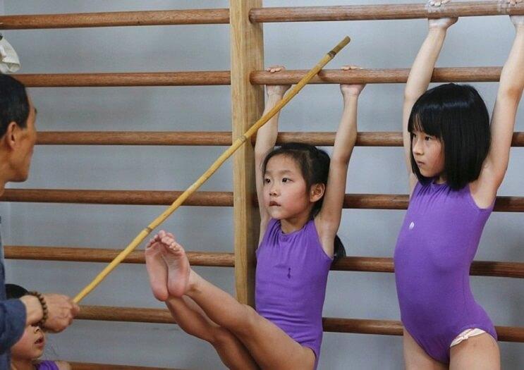 Nina gimnasia en China 2