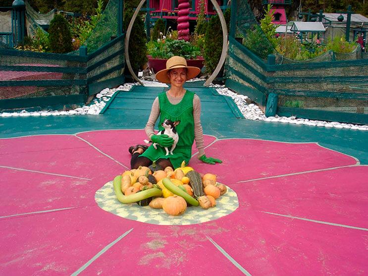 Pareja dedica 24 años a construir su hogar en una isla flotante 13