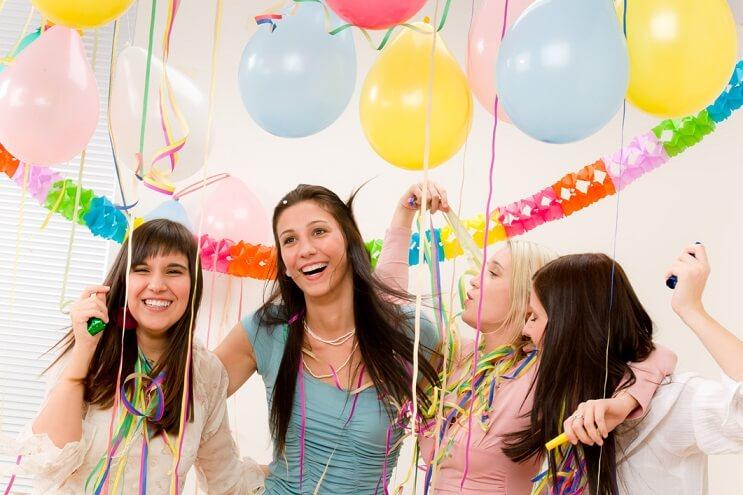 como-decorar-la-sala-para-una-fiesta-de-cumpleanos-1