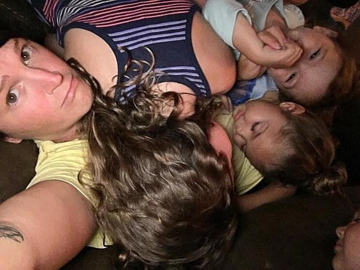 niñas durmiendo