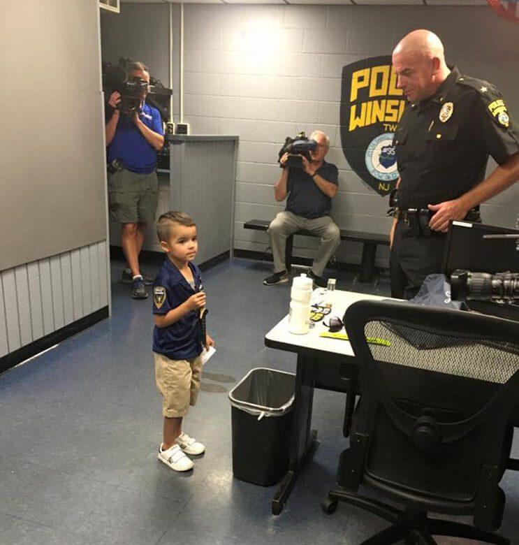 niño policia