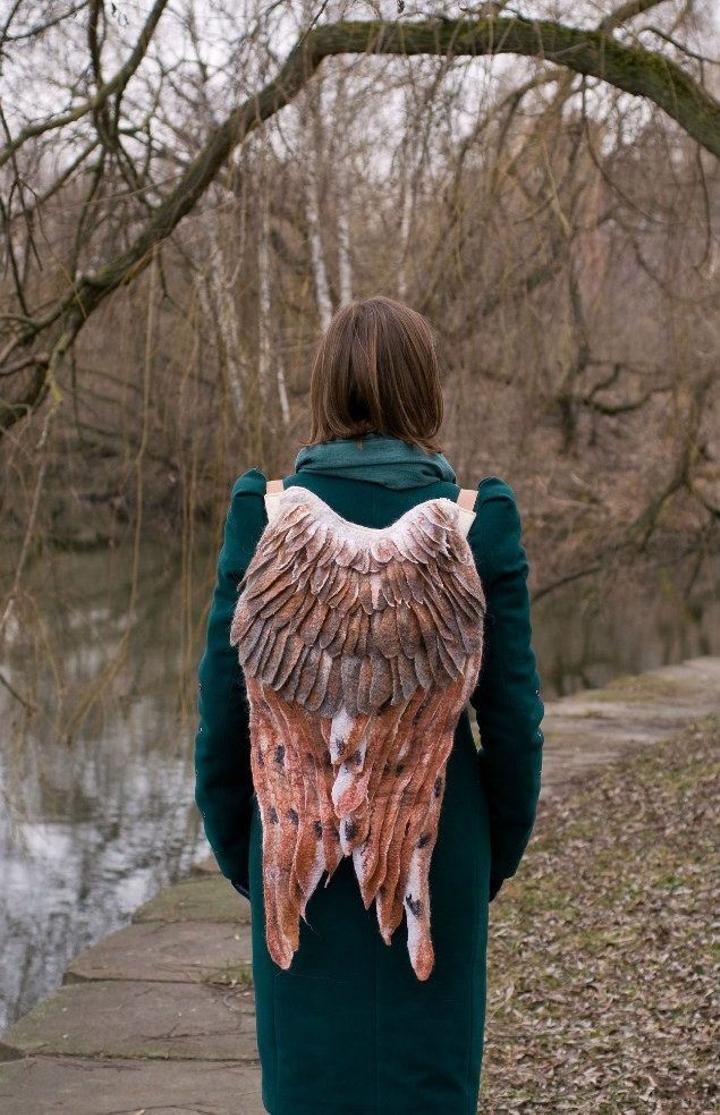 ahora-puedes-tener-tus-propias-alas-con-estas-originales-mochilas-05