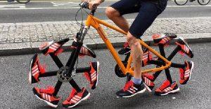 Esta bicicleta le dijo adiós a las llantas tradicionales para ponerse zapatillas