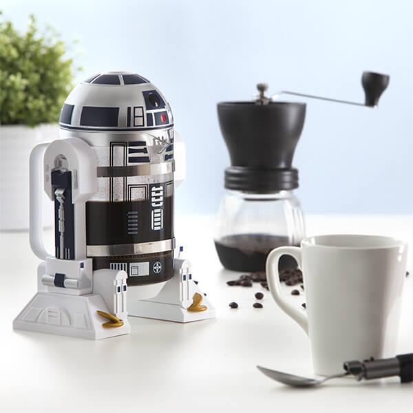 esta-cafetera-de-r2-d2-promete-darte-la-fuerza-necesaria-a-tus-mananas-set