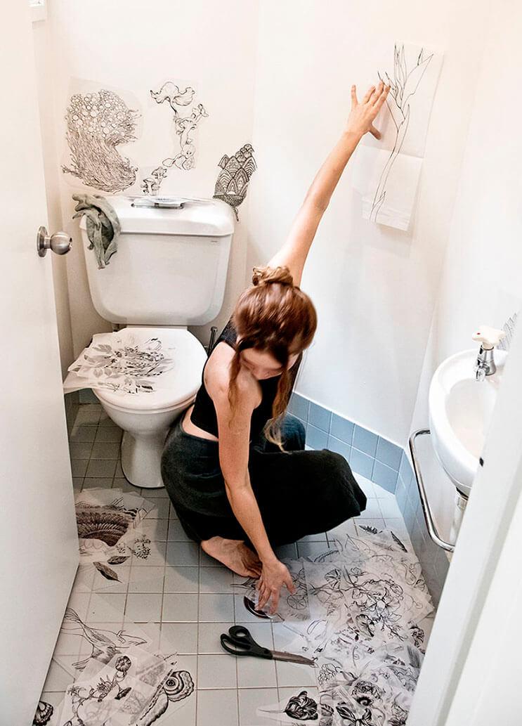esta-chica-decidio-transformar-su-bano-en-una-obra-de-arte