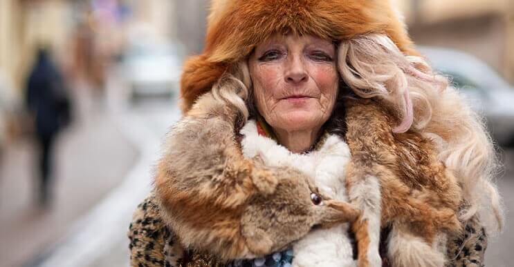 Esta mujer que vive en la calle se ha convertido diva y sensación en Internet