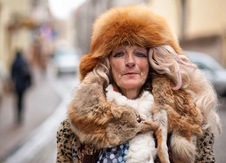 esta-mujer-que-vive-en-la-calle-se-ha-convertido-diva-y-sensacion-en-internet-4
