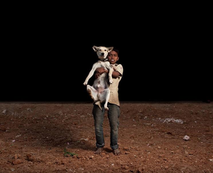 estas-fotos-de-ninos-callejeros-con-sus-perros-nos-muestran-una-gran-leccion-cargado