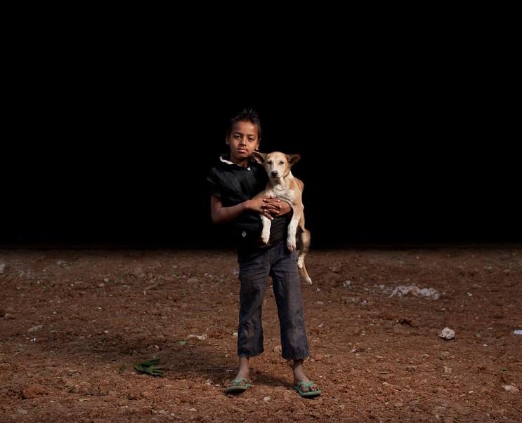 estas-fotos-de-ninos-callejeros-con-sus-perros-nos-muestran-una-gran-leccion-punk