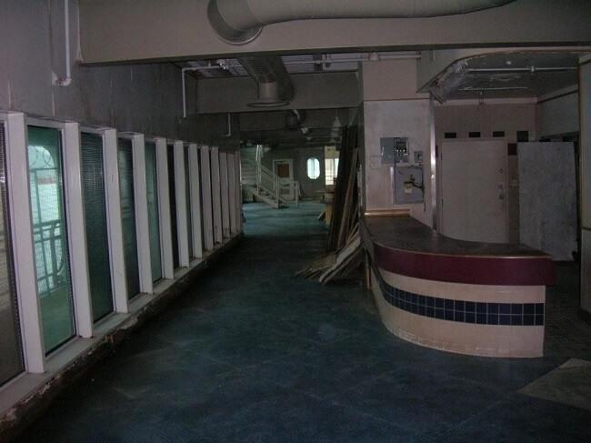 este-mcdonalds-flotante-fue-abandonado-y-alguna-vez-estuvo-considerado-como-uno-de-los-favoritos-01