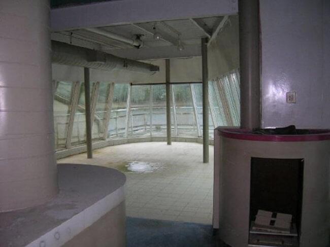 este-mcdonalds-flotante-fue-abandonado-y-alguna-vez-estuvo-considerado-como-uno-de-los-favoritos-09