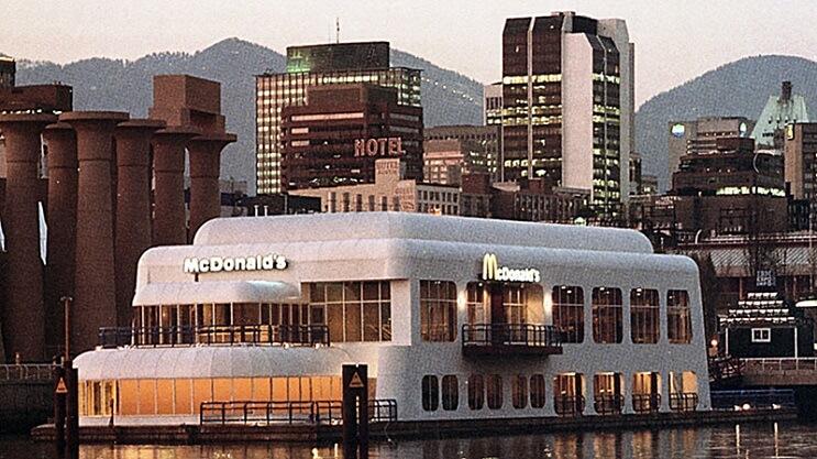 este-mcdonalds-flotante-fue-abandonado-y-alguna-vez-estuvo-considerado-como-uno-de-los-favoritos-11