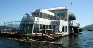 Este McDonald´s flotante fue abandonado y alguna vez estuvo considerado como uno de los favoritos