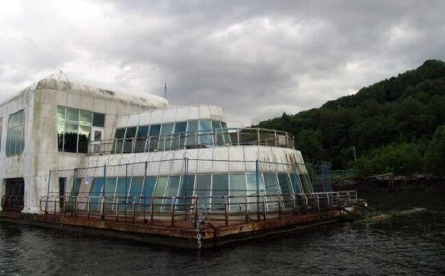 este-mcdonalds-flotante-fue-abandonado-y-alguna-vez-estuvo-considerado-como-uno-de-los-favoritos-abandonado