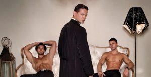 Este calendario de sacerdotes desnudos ha levantado gran polémica a pesar de su noble acción