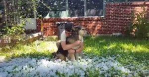 Esta chica creó su propia tormenta de nieve para despedir a su perro antes de la eutanasia