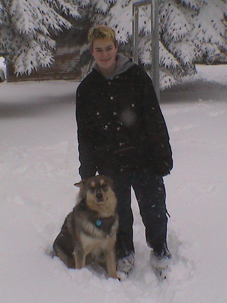 este-chica-creo-su-propia-tormenta-de-nieve-para-despedir-a-su-perro-antes-de-la-eutanasia-4