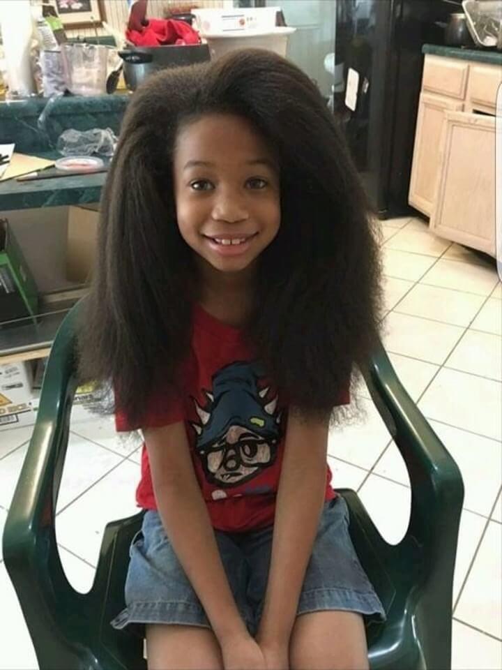 este-chico-dejo-crecer-su-cabello-por-dos-anos-para-ayudar-a-ninos-con-cancer-peluqeria