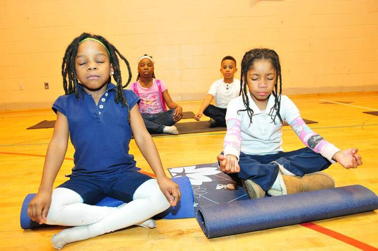 este-colegio-ha-cambiado-las-horas-de-detencion-por-yoga-7