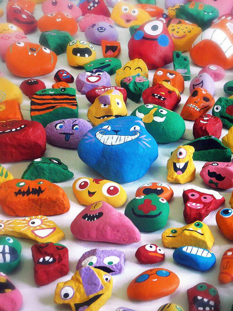 este-padre-ha-recogido-casi-1000-piedras-de-la-playa-y-las-han-convertido-en-divertidos-personajes-15