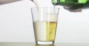 Estudio demuestra que beber cerveza tiene más beneficios que beber leche