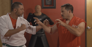 Experto en artes marciales realiza 100 golpes en un segundo