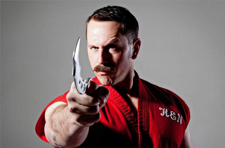 experto-en-artes-marciales-realiza-100-golpes-en-un-segundo-master-ken