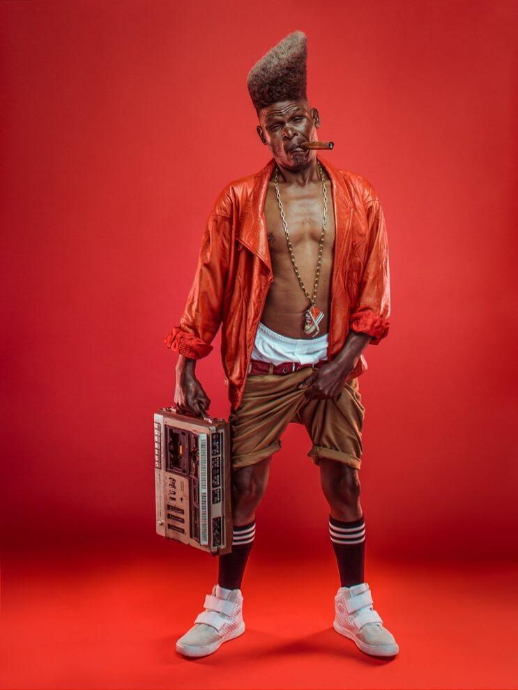 fotografias-que-muestran-a-los-abuelos-fanaticos-del-hip-hop-en-nairobi-radio