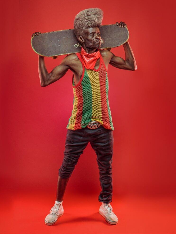 fotografias-que-muestran-a-los-abuelos-fanaticos-del-hip-hop-en-nairobi-skate