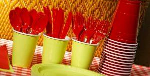 Francia le dijo adiós a los cubiertos y platos de plástico