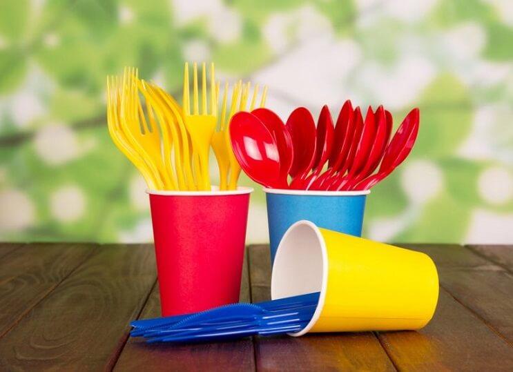 francia-le-dijo-adios-a-los-cubiertos-y-platos-de-plastico-vasos
